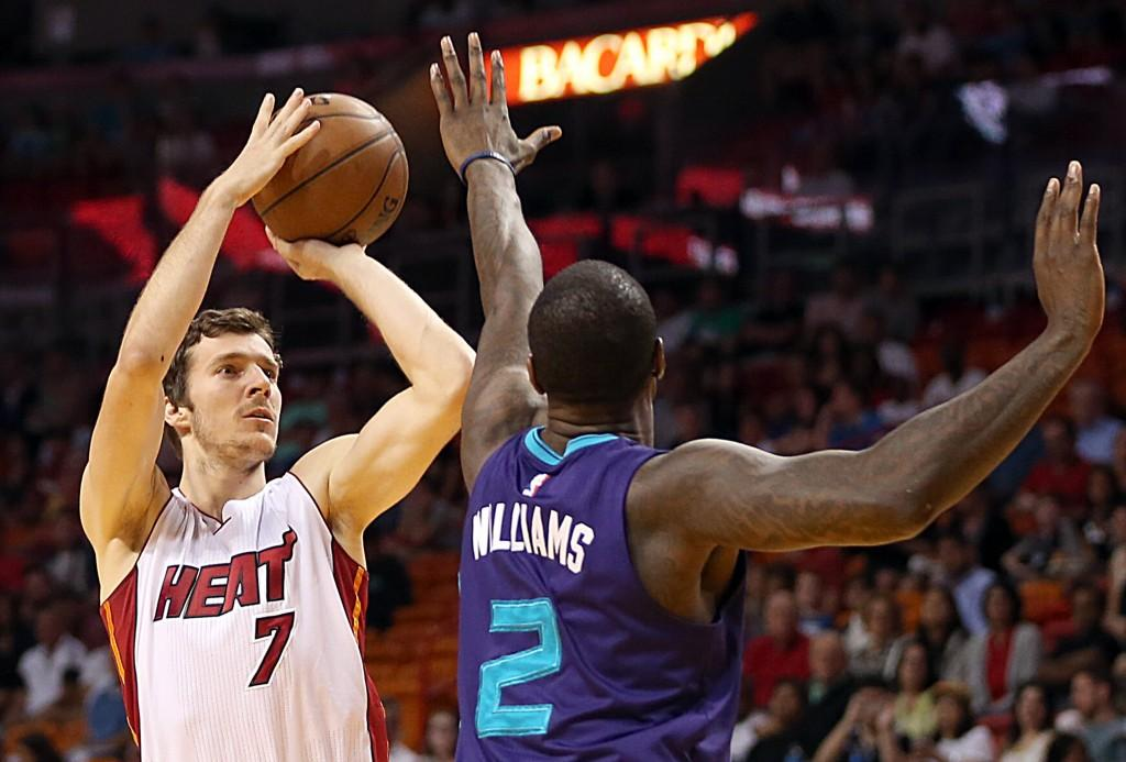 The Miami Heat's Goran Dragic (7) shoots against the Charlotte Hornets' Marvin Williams (2) in the first quarter at AmericanAirlines Arena in Miami on Tuesday, April 7, 2015. (Pedro Portal/El Nuevo Herald/TNS)