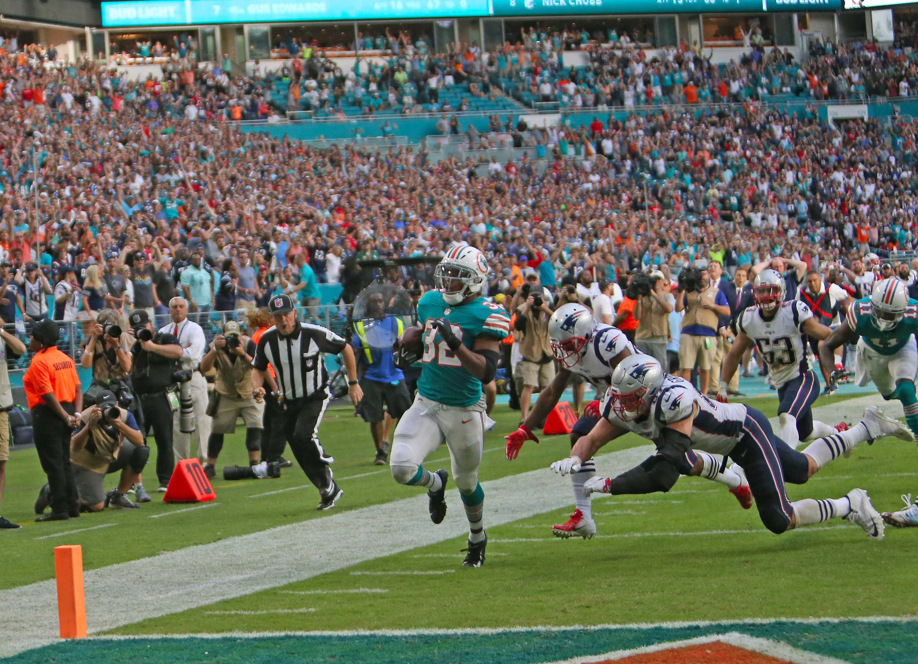 Miami Dolphins running back Kenyan Drake (32) scores the winning touchdown during the fourth quarter against the New England Patriots on Sunday, Dec. 9, 2018 at Hard Rock Stadium in Miami Gardens, Fla. (David Santiago/Miami Herald/TNS)