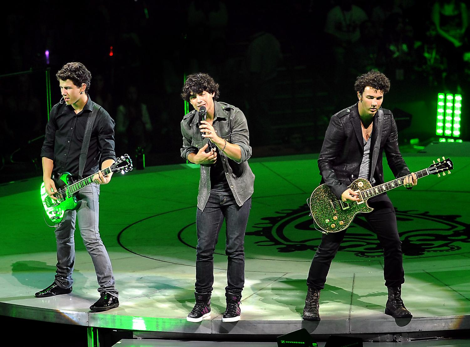 The Jonas Brothers perform at the Bank Atlantic Center in Sunrise, Florida, Wednesday, August 19, 2009. (Robert Duyos/Sun-Sentinel/TNS)
