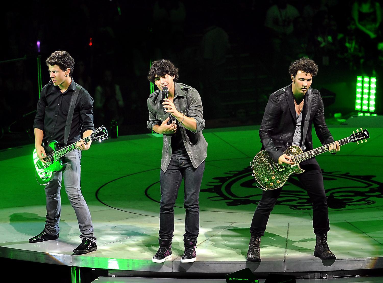 The Jonas Brothers perform at the Bank Atlantic Center in Sunrise, Florida, Wednesday, August 19, 2009. (Robert Duyos/Sun-Sentinel/TNS)