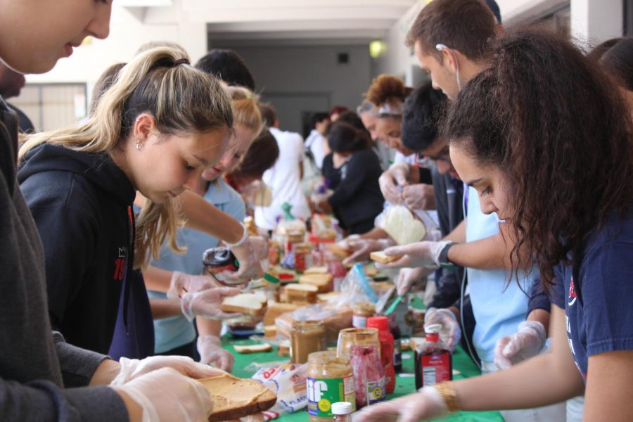 Students and faculty came out on April 17 to make sandwiches for the Miami Rescue Mission. The event, hosted by Smiling Tummies, donated 5,826 sandwiches to feed the homeless. Photo by Julian Concepcion.