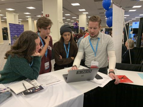 Junior Pedro Schmeil and sophomores Kathleen Lewis and Teresa Ariza work with SNO design consultant Thomas Sugatt at the 2019 NSPA Fall Convention in Washington, D.C. Sugatt worked with them on website design. Photo by Monica Rodriguez