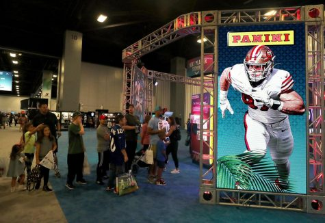 Fans lined up at the Super Bowl Experience at the Miami Beach Convention Center on Saturday, Jan. 25, 2020. (Mike Stocker/Sun Sentinel/TNS) USA