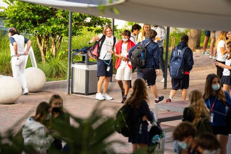 As new students poured into the Prep on Aug. 19, the first day of school, upperclassmen Link Mentors were ready to help. Members of the Link program also aided new freshmen in getting accustomed to campus during Orientation last week.